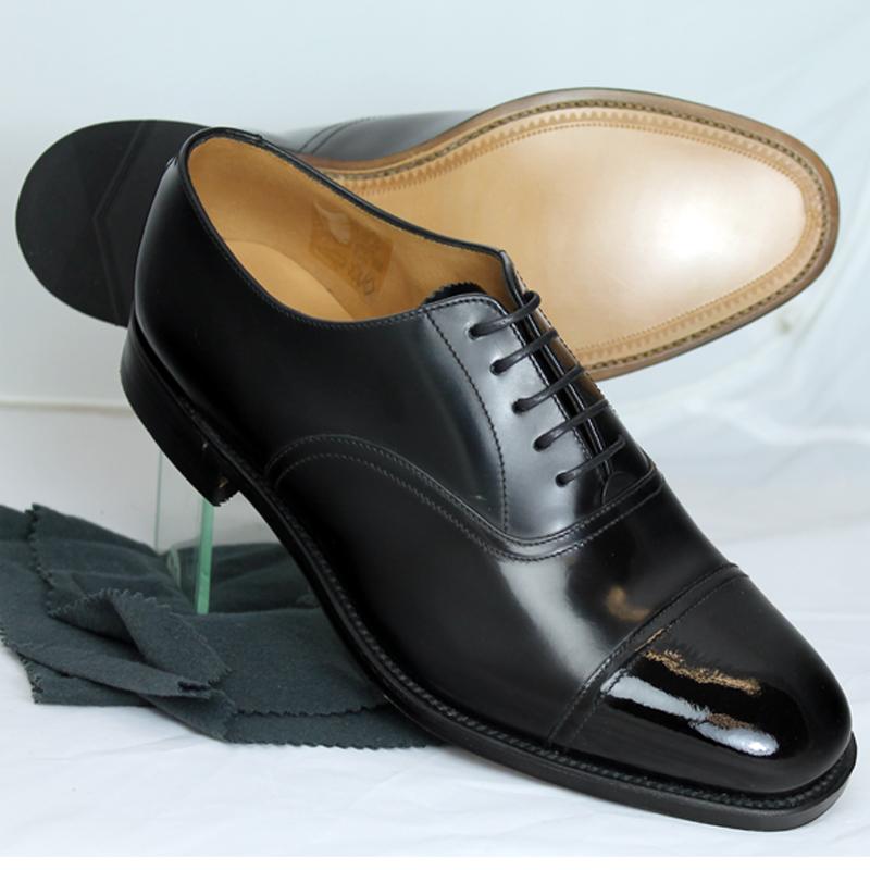 f1082c374a25 Loake Mens patent toe cap shoe leather sole